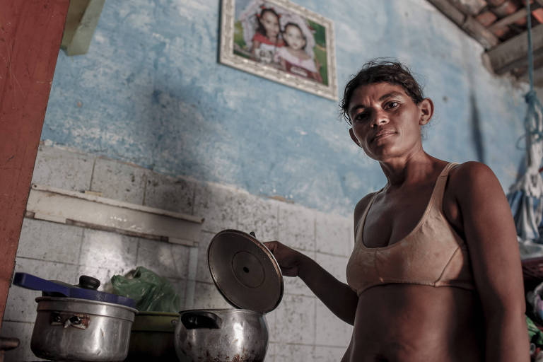 Rosemary Amorim da Costa, Meirinha, quando criança foi o retrato da desnutrição infantil do país. Sua imagem, raquítica aos dez anos de idade, na periferia de Fortaleza, ganhou destaque nacional