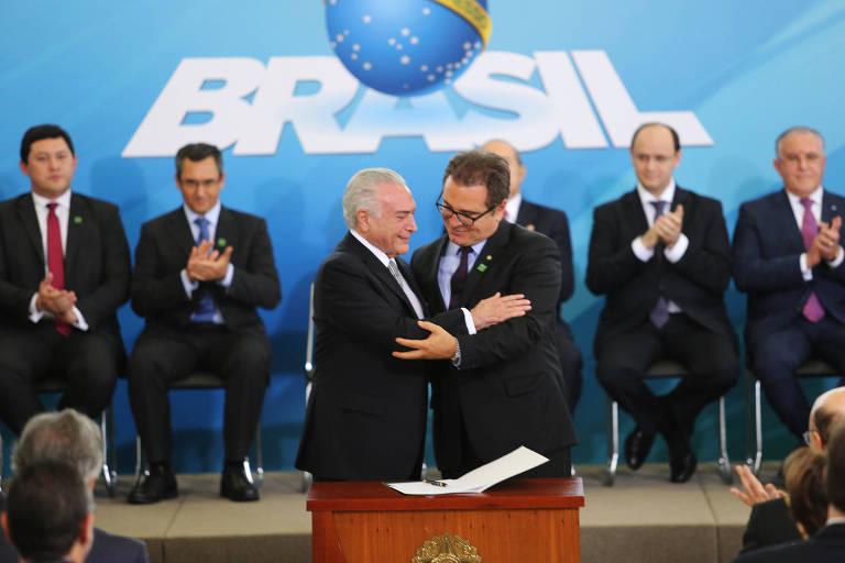 O então presidente Temer empossa Vinicius Lummertz como ministro do Turismo