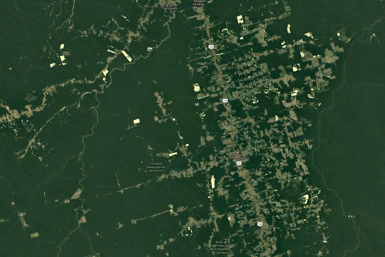 Consolidado: Imagens feitas pelo projeto Prodes, responsável pelos dados anuais consolidados de desmatamento; o sistema usa combinações de imagens dos satélites LANDSAT 8/OLI, CBERS 4 e IRS-2. Com as imagens combinadas, a precisão é maior e evita-se interferências de nuvens.  Na imagem, área ao redor de Flona (Floresta Nacional) do Jamanxim, no Pará, em 2013
