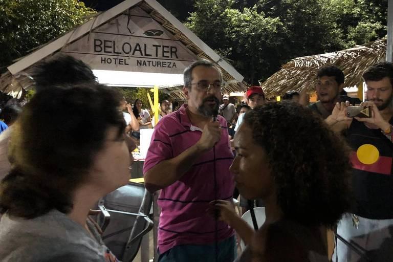 Ministro da Educação, Abraham Weintraub discute com manifestantes no Pará