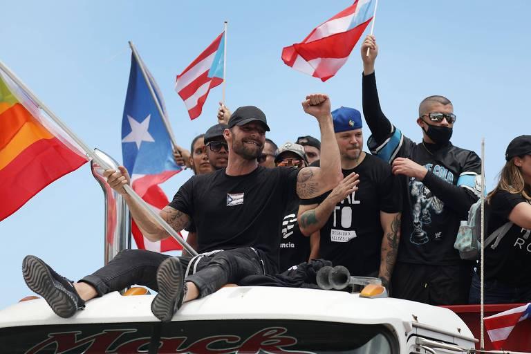 Ricky Martin e os rappers Residente e  Bad Bunny em protesto