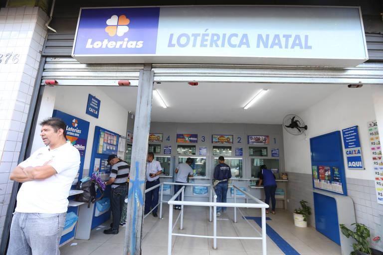 Movimentação da lotérica na avenida Duque de Caxias, em São Paulo