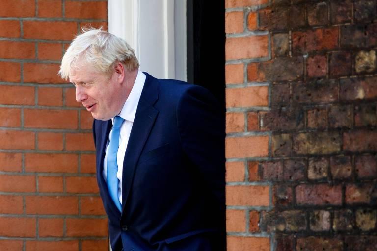 O novo líder do Partido Conservador, Boris Johnson, deixa escritório de sua campanha, em Londres