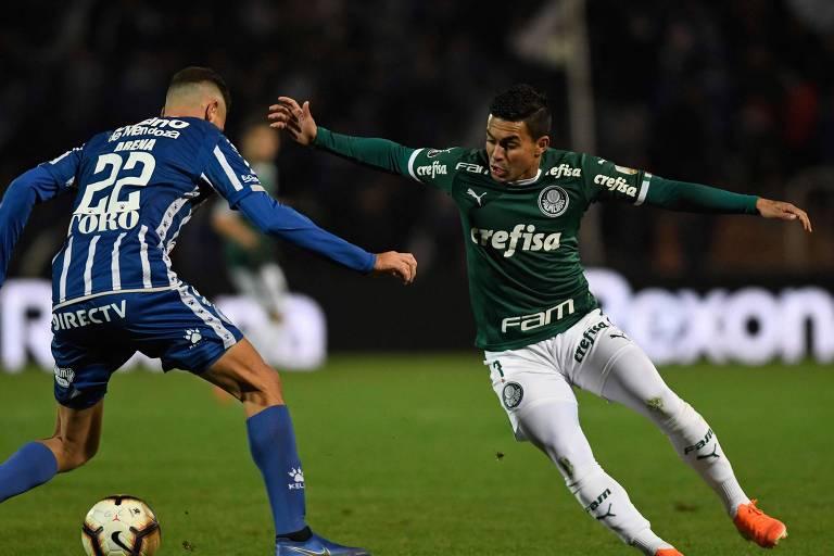 O atacante Dudu durante partida contra o Godoy Cruz, na Libertadores