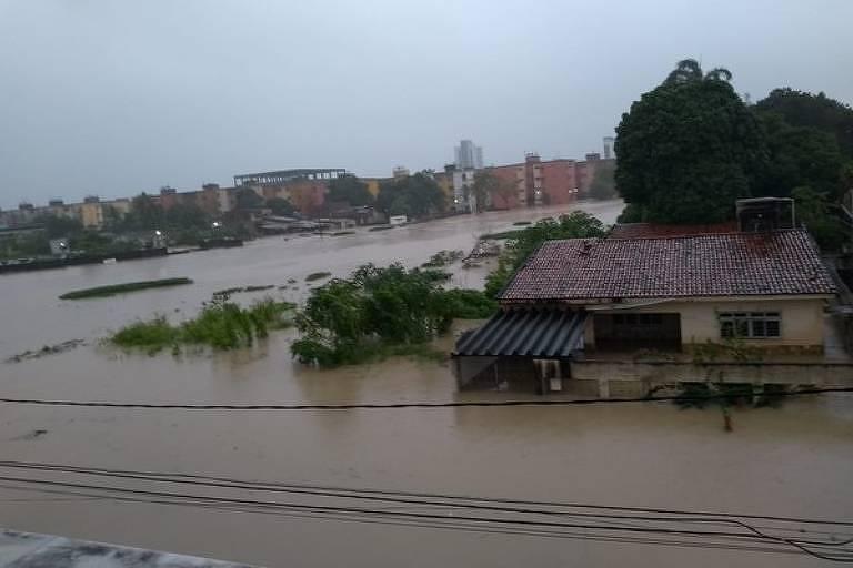 Região alagada de Olinda, no Grande Recife, nesta quarta-feira (24)