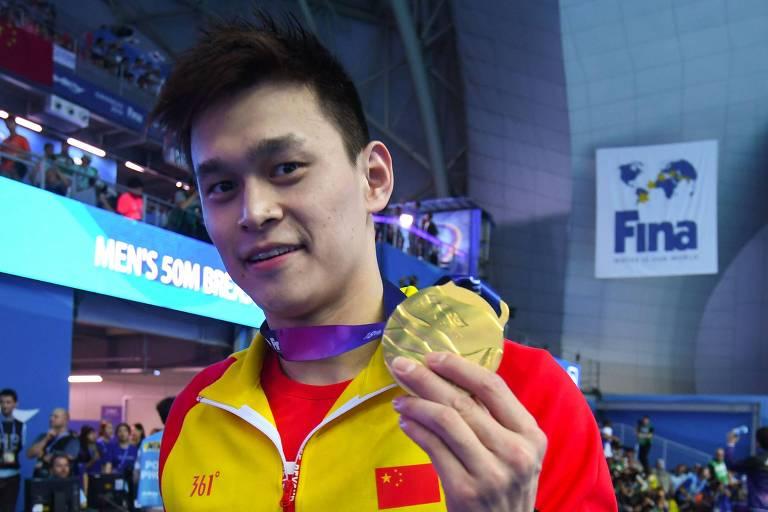 Chinês vence, irrita rivais e vira vilão no Mundial de natação