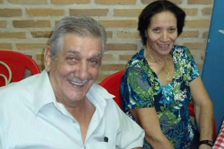 O marceneiro, futebolista e dono de bar Zinho com a esposa Lindaura