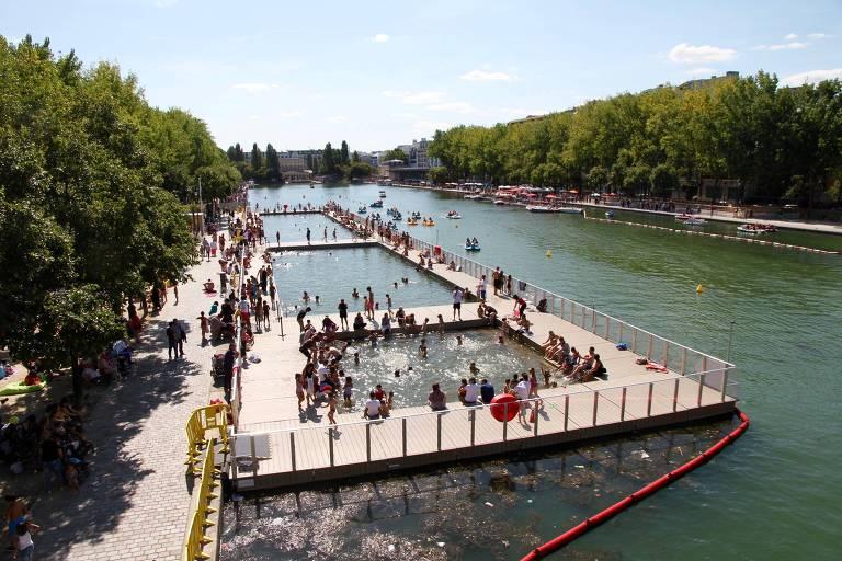 Bacia de La Villette, extensão do canal Saint-Martin que abriga cinemas, bares e restaurantes