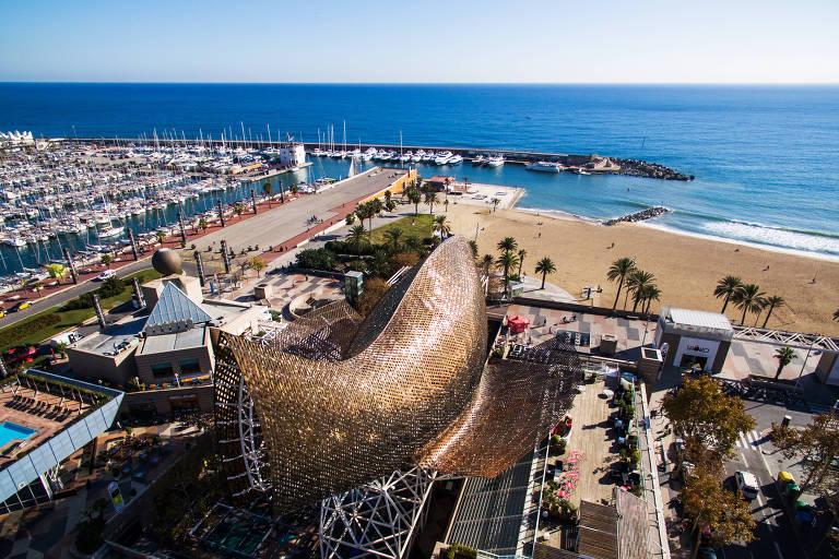 Escultura de Frank Gehry no Porto Olímpico de Barcelona