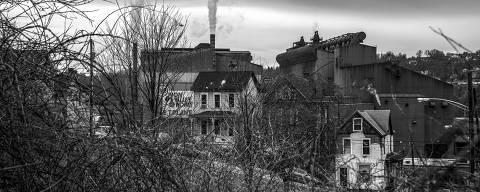 Braddock, EUA. 03/04/2019. DESIGUALDADE GLOBAL. Sider?rgica Edgar Thomson em Braddock,  distrito da grande Pittsburgh. Essa foi a primeira sider?rgica construÌda por Andrew Carnegie na regi?o, que foi o berÁo da industria do aÁo norte-americano. ( Foto: Lalo de Almeida/ Folhapress )***EXCLUSIVO FOLHA*** ORG XMIT: AGEN1905211059258214