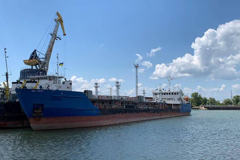 O petroleiro Nika Spirit, que a Ucrânia diz ser o Neima, detido no porto de Izmail