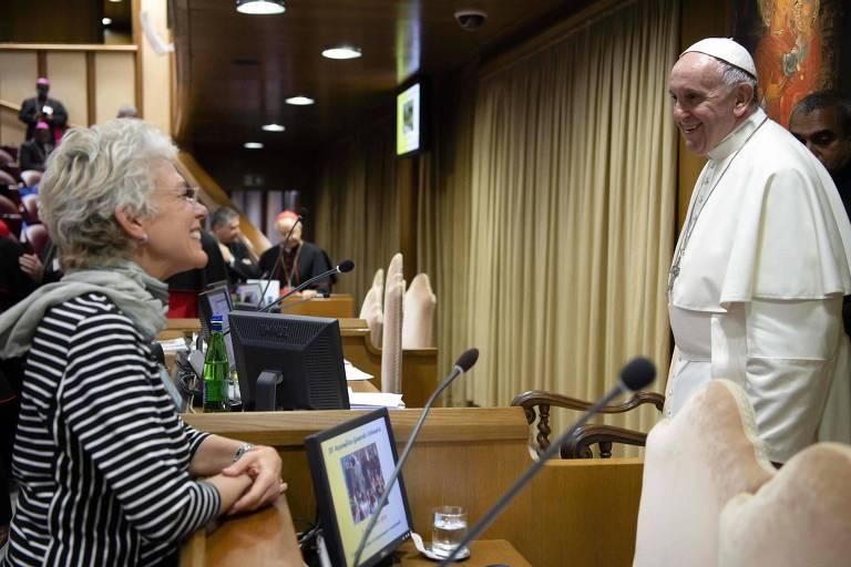 O papa Francisco e a jornalista brasileira Cristiane Murray, no Vaticano