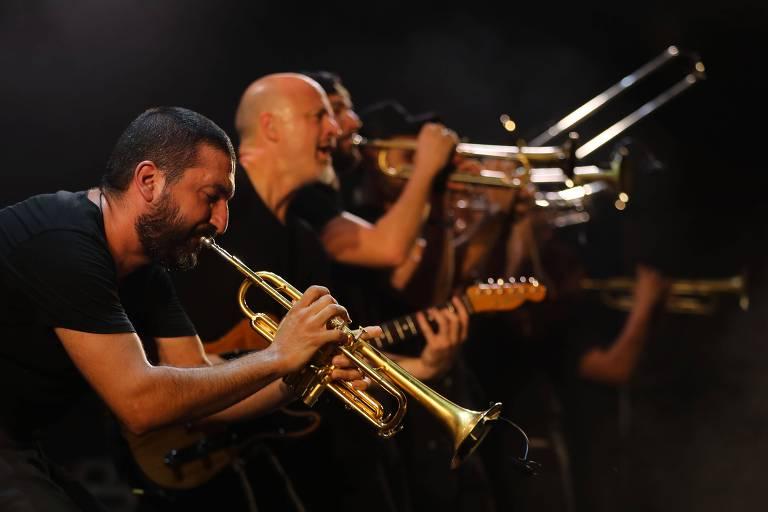 trompetistas tocando