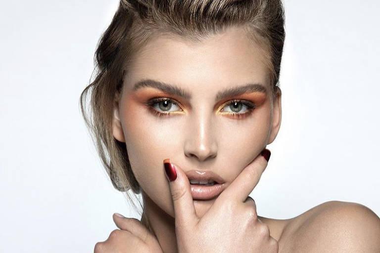 """Tons quentes invadem os """"looks"""" de beleza propostos pela  marca de maquiagem KKW Beauty, assinada pela influenciadora Kim Kardashian"""