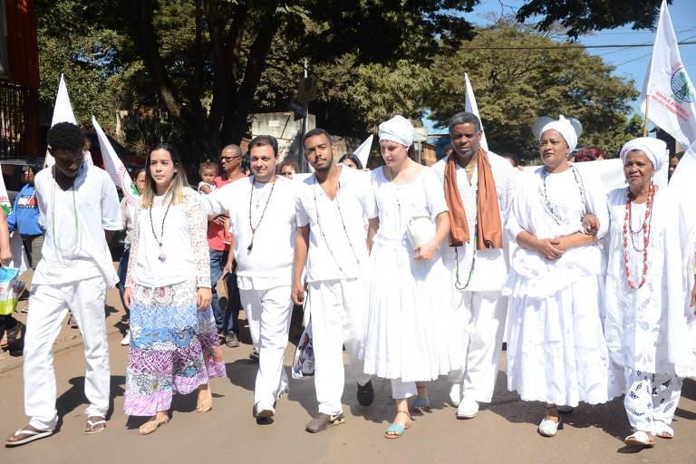 Fiéis do candomblé fazem ato em Brumadinho (MG)