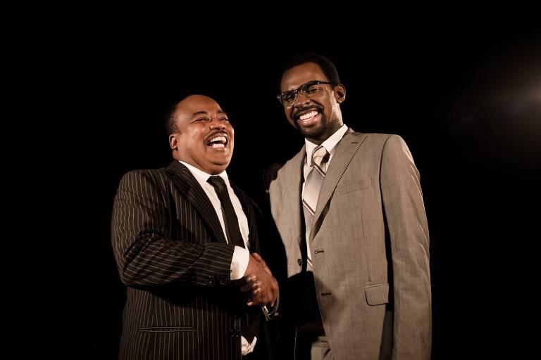 Cena da peça 'O Encontro – Malcolm X e Martin Luther King Jr', que tem texto do norte-americano Jeff Stetson
