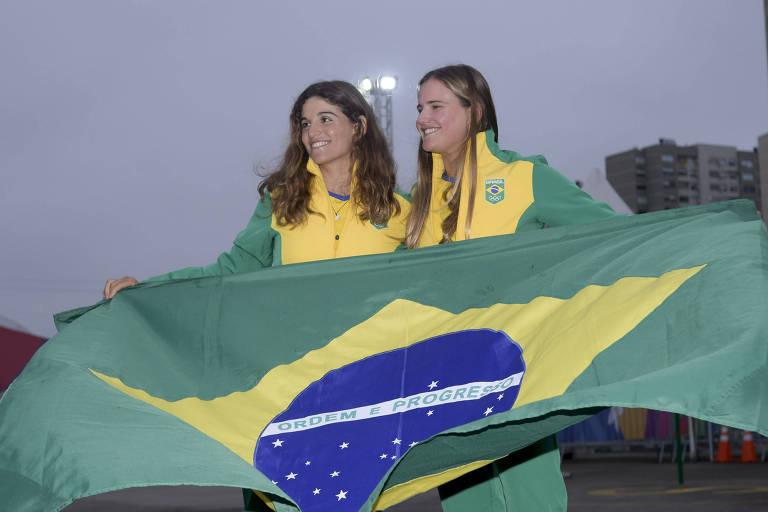 Martine Grael e Kahena Kunze, atletas campeãs olímpicas da Rio-2016, na Vila dos Atletas do Pan