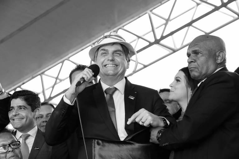 Jair Bolsonaro discursa durante inauguração de aeroporto em Vitória da Conquista, na Bahia