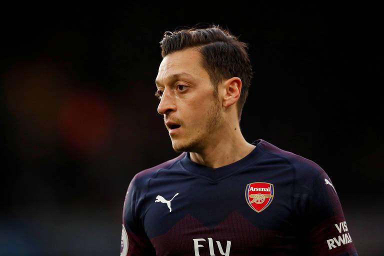 Mesut Özil sofreu tentativa de assalto nesta quinta-feira (25) em Londres