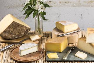 A partir da esquerda: Grana dos Laura, Pai do Mato, Sol, Quina e Casa Branca, queijos d'A Queijaria
