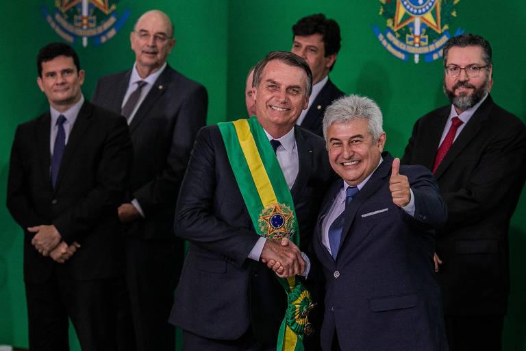 O presidente da república Jair Bolsonaro (PSL), com o ministro da Ciência e Tecnologia, Marcos Pontes, durante cerimônia de posse