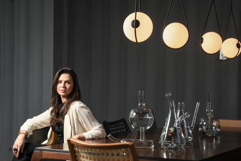 Luciana Figaro, responsável pela gestão de marca da loja de móveis Decameron, no bairro dos Jardins, em São Paulo