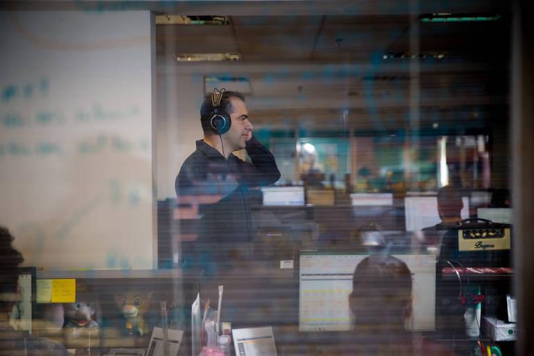 Alexandre Casanova no escritório da ListenPlay, em São Paulo