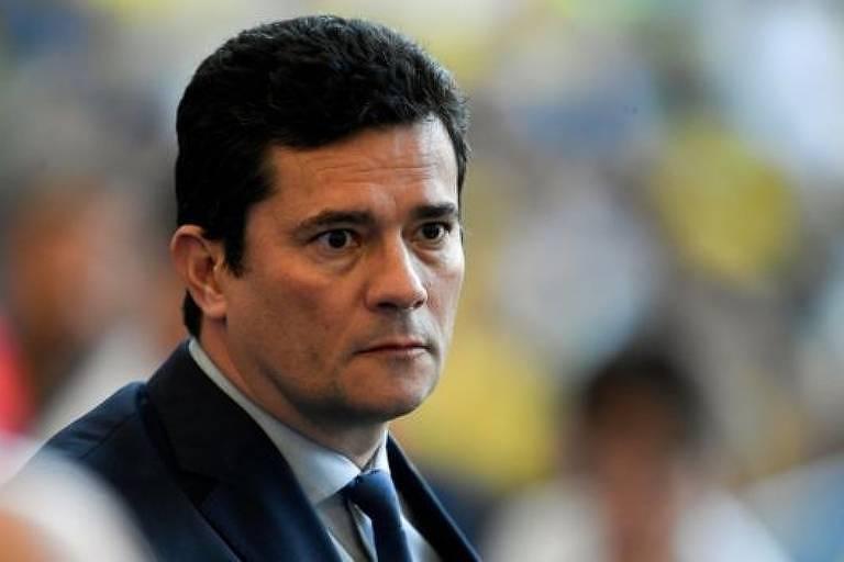 Ministro e ex-juiz Sergio Moro fotografado em primeiro plano durante evento