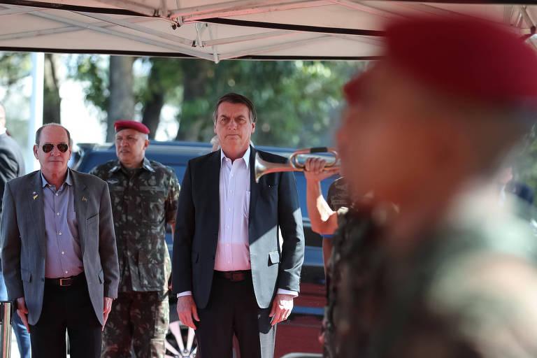 Jair Bolsonaro em cerimônia de brevetação de novos paraquedistas, no 26° Batalhão de Infantaria Paraquedista, na Vila Militar, zona oeste do Rio de Janeiro