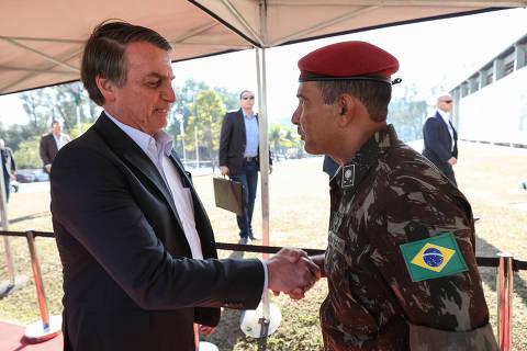 Bolsonaro amplia presença de militares em 30 órgãos federais