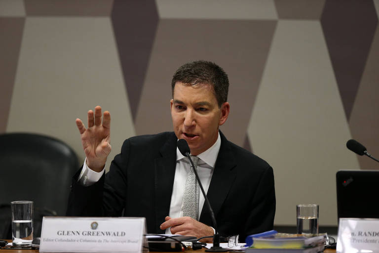 O jornalista Gleen Greenwald, do site The Intercept Brasil, durante audiência na CCJ do senado