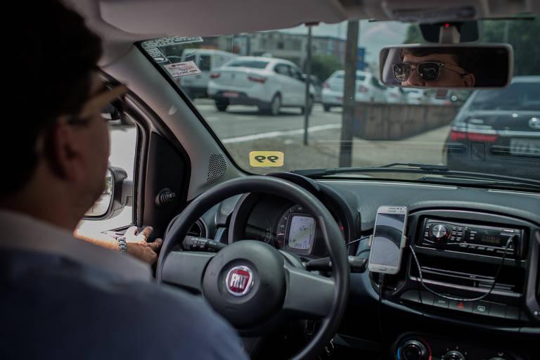 Em três meses e meio de fiscalizações, a gestão Bruno Covas (PSDB) apreendeu em três meses e meio mais de 500 carros que realizavam o transporte de passageiros por aplicativo clandestinamente, sem os documentos obrigatórios, em São Paulo