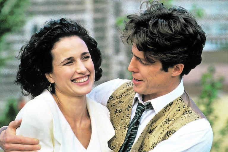 Andie MacDowell e Hugh Grant em cena do filme 'Quatro Casamentos e um Funeral' (1994)