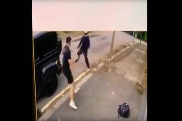 Kolasinac desce do carro para brigar com bandido