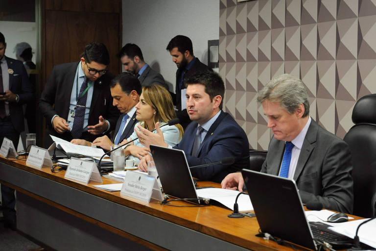 Comissão mista da MP da Liberdade Econômica aprovou relatório de Jerônimo Goergen (centro) no dia 11 de julho