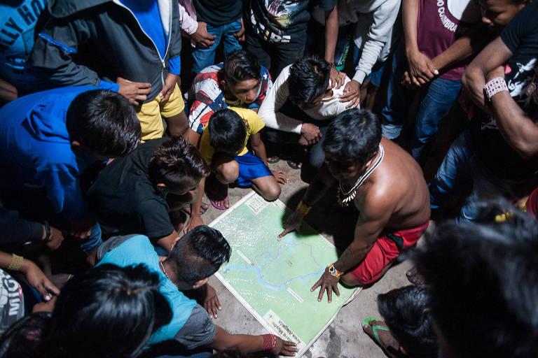 Índios mundurucus expulsam madeireiros no Pará