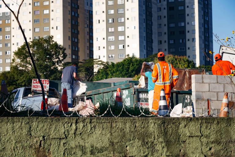 Ecopontos têm lixo, mau cheiro, mato alto e falta de segurança
