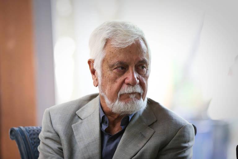 Economista graduado pela UFMG e doutor por Yale, Edmar Bacha, 78, foi presidente do IBGE e do BNDES e integrou o grupo de formuladores do Plano Real, em 1994; membro da Academia Brasileira de Letras,  é diretor do Instituto de Estudos de Política Econômica/Casa das Garças