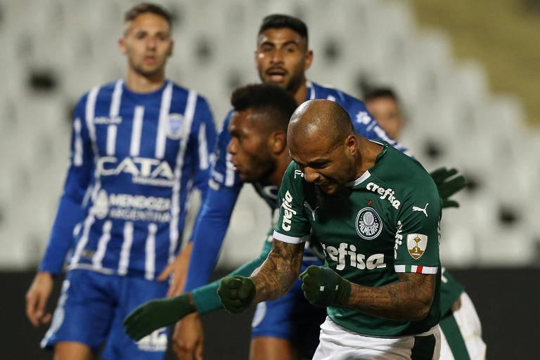 Borja e Felipe Melo comemoram um gol palmeirense no duelo de ida contra o Godoy Cruz, na Argentina