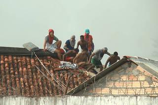 'Pergunta para as vítimas dos que morreram lá o que eles acham', diz Bolsonaro sobre massacre no Pará