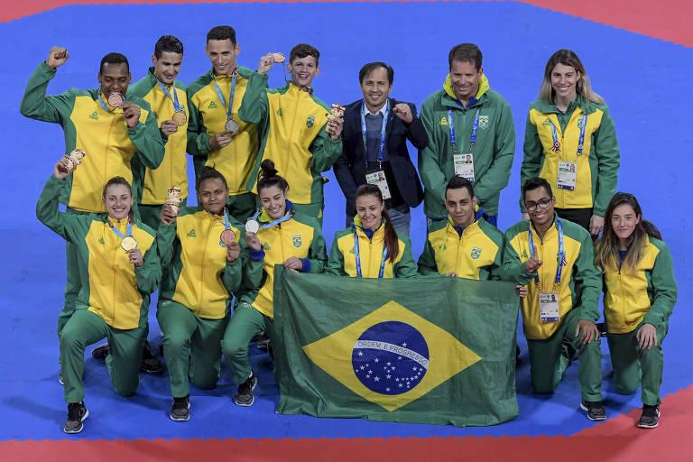 A delegação do taekwondo brasileiro no Pan-2019. Em cima, da esquerda para a direita: Maicon Andrade, Netinho, Icaro Miguel e Paulo Ricardo; em baixo: Milena Titoneli, Raiany Fidelis, Talisca Reis e Rafaela Araujo