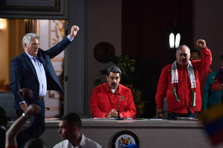 O cubano Miguel Díaz-Canel e os venezuelanos Nicolás Maduro e Diosdado Cabello durante reunião do Foro de São Paulo, em Caracas, no domingo (28