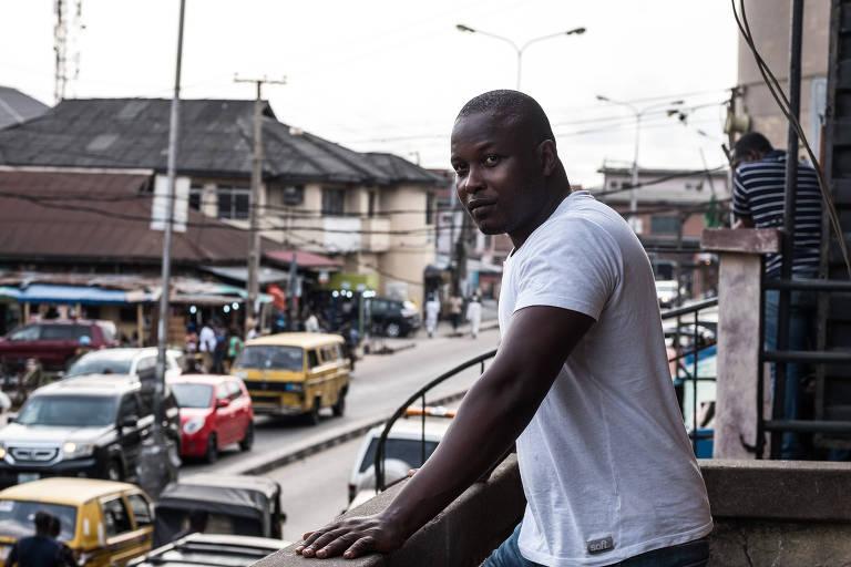 Akinola Bolaji, 35, que aplica golpes em mulheres pela internet