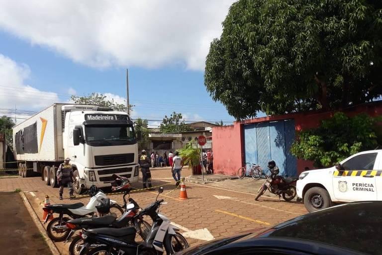 Caminhão frigorifico com corpos de mortos em rebelião chega ao IML de Altamira