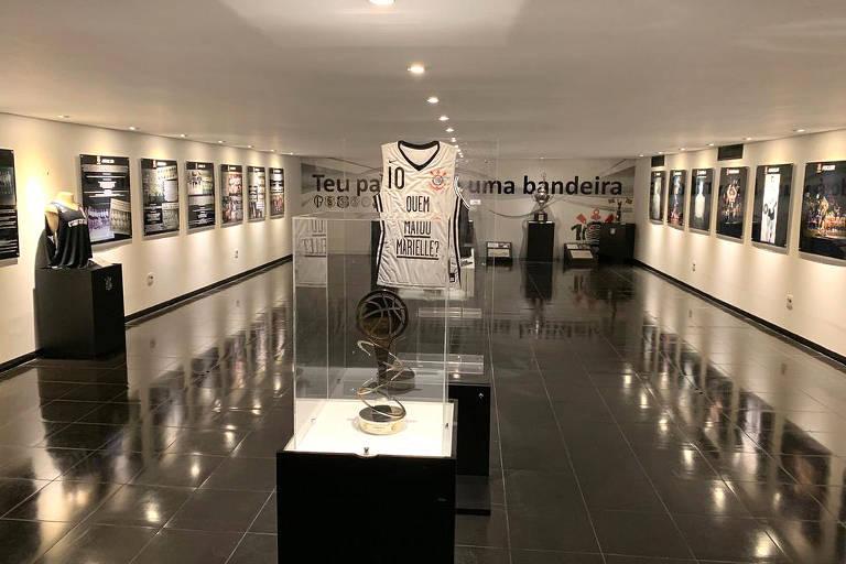 Exposição sobre o basquete do Corinthians