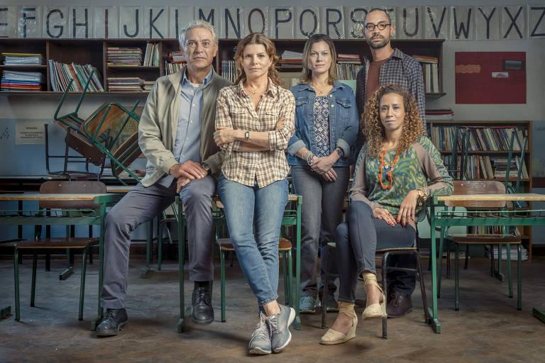 """O diretor Jaci (Paulo Gorgulho), e os professores Lúcia (Débora Bloch), Sônia (Hermila Guedes), Marco André (Silvio Guindane), e Eliete (Thalita Carauta) da série """"Segunda Chamada"""""""