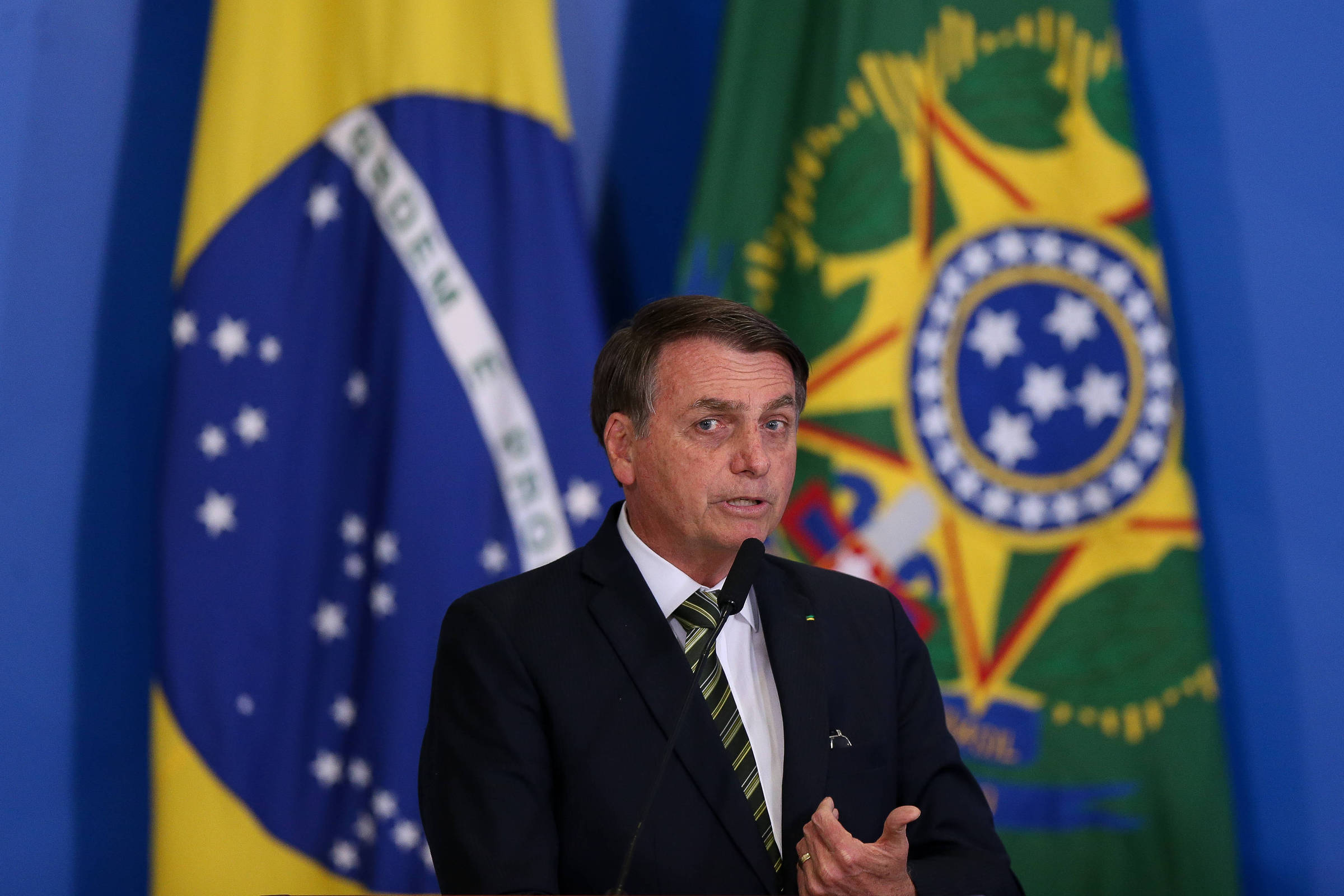 Resultado de imagem para 'Sou escravo da Constituição', diz Bolsonaro