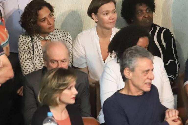Chico Buarque faz discurso na ABI