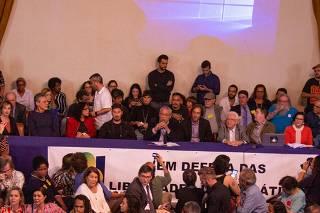 Ato de apoio jornalista Glenn Greenwald na ABI, no Rio de Janeiro