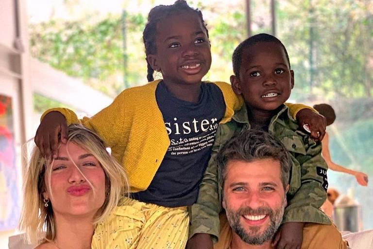 Giovanna Ewbank e Bruno Gagliasso com os filhos
